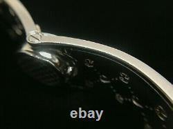 Gucci Series 112 Hearts Bangle Style Wide Mother Of Pearl Dial Ladies Watch