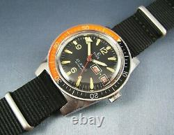 Vintage Elgin Stainless Steel Diver Style Mens Day Date Watch M 135 25J 1970
