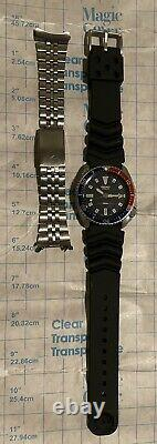 Vintage SEIKO Diver 7002-700A Automatic Watch Rubber and S. S. Band Pepsi Style